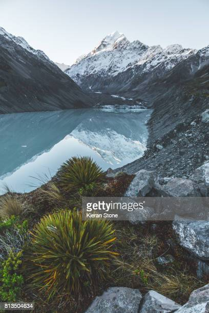 hooker valley, mount cook - valley stock pictures, royalty-free photos & images