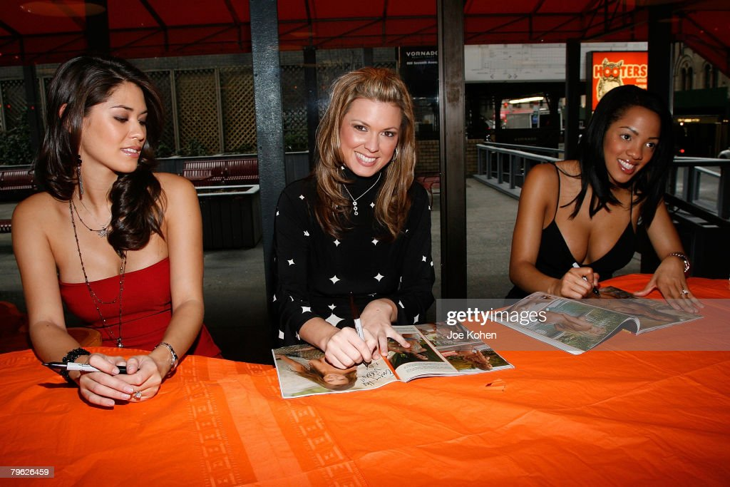 """""""The Women of Hooters"""" From Playboy's February 2008 Issue Autograph Signing : News Photo"""