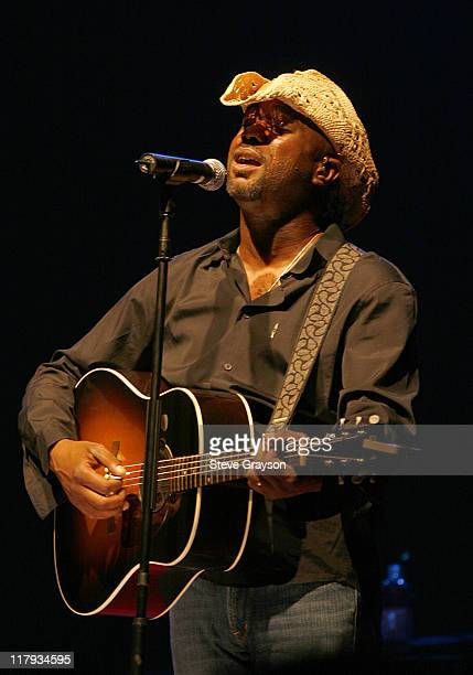 Hootie and The Blowfish perform during the Concert Party Presented by 2AM Group part of the Nationwide Tour's 2007 BMW Charity ProAm at the Cliffs at...
