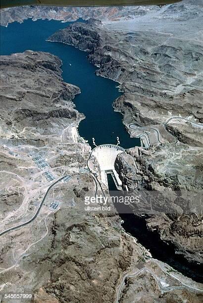 Hoover Staudamm oben der Stausee Lake Mead unten der Colorado River oJ