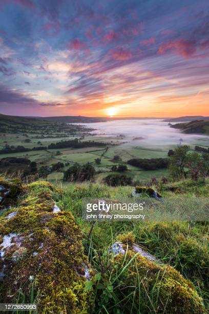 hope valley summer sunrise, derbyshire peak district. uk - fog stock pictures, royalty-free photos & images