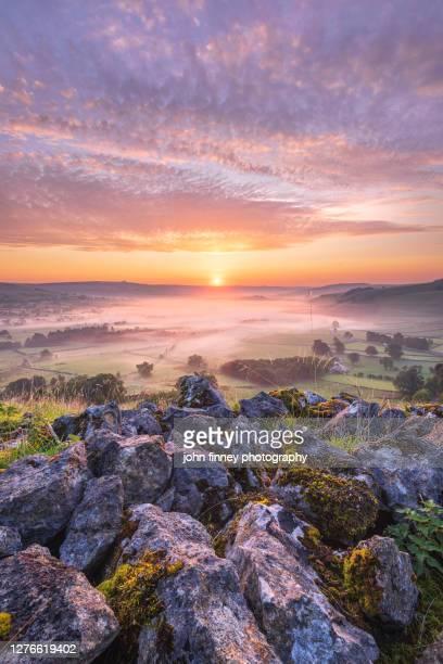 hope valley summer sunrise, derbyshire peak district. uk - peak district national park stock pictures, royalty-free photos & images