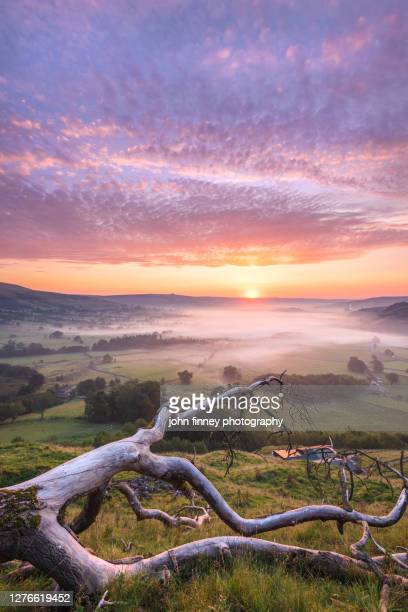 hope valley summer sunrise, derbyshire peak district. uk - dramatic landscape stock pictures, royalty-free photos & images