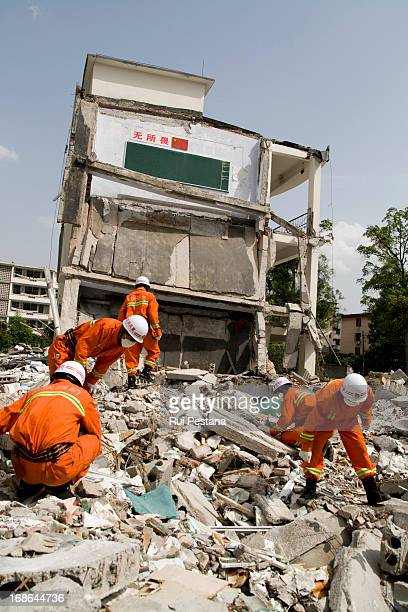 Hopeless rescue teams call out for victims. The searches are over at Juyuan school were 900 people were traped after the monday's earthquake....