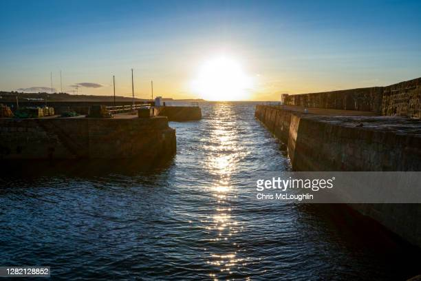 hopeman harbour near lossiemouth on the moray firth - モーレイ湾 ストックフォトと画像