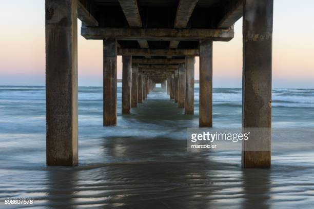 horace caldwell fishing pier, port aransas, texas, america, usa - gulf coast states stockfoto's en -beelden