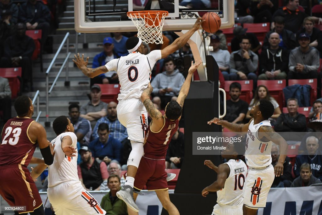 Charleston v Auburn : News Photo