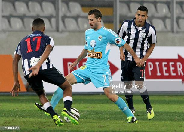 Horacio Calcaterra of Sporting Cristal fights for the ball with Wilder Cartagena of Alianza Lima during a match between Sporting Cristal and Alianza...