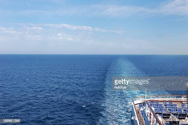 horizon de navire de croisière - poupe photos et images de collection