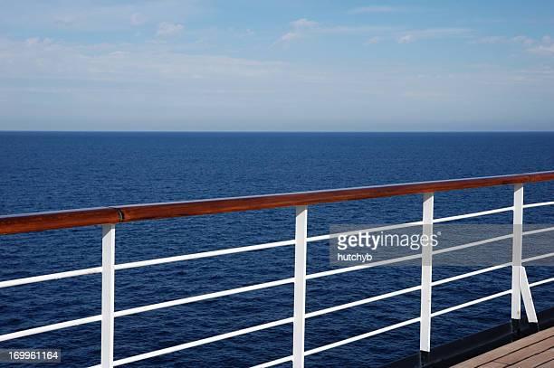 vista dalla nave da crociera - ponte di una nave foto e immagini stock