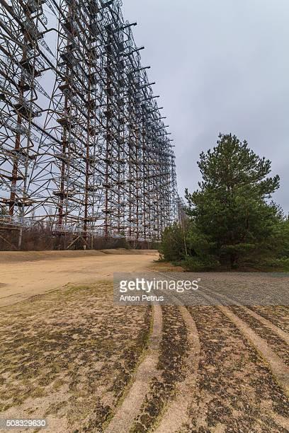 horizon radar station arc (duga). chernobyl zone - acidente nuclear de chernobil imagens e fotografias de stock
