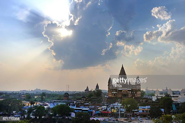 horizon scenery in the city of orchha - madhya pradesh stock photos and pictures