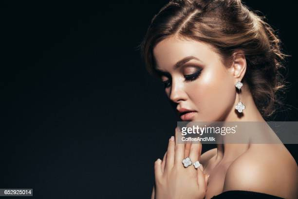 horizontal portrait of a beautiful girl with shiny jewelry - anello gioiello foto e immagini stock