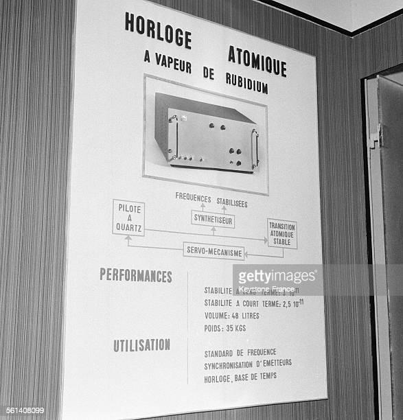 Horloge atomique française fonctionnant à vapeur de rubidium qui bat tous les records d'exactitude est présentée au Salon des Composants...