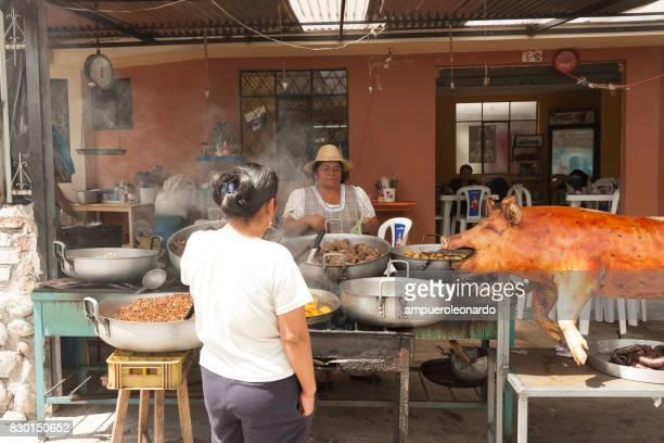 Hornado o cerdo asado conjunto de Ecuador