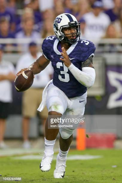 Horned Frogs quarterback Shawn Robinson scrambles with the ball during the game between the TCU Horned Frogs and Iowa State Cyclones on September 29,...