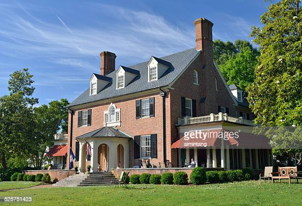hornsby house inn in historic yorktown of virginia - yorktown stock pictures, royalty-free photos & images