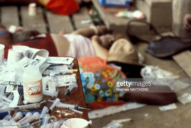 Horrible découverte des corps de plus de 900 adeptes du 'Temple du Peuple' la secte du révérend Jim Jones victimes d'un suicide collectif dans la...