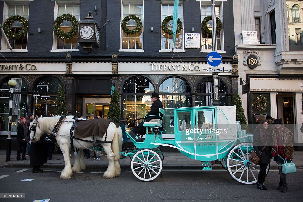 6497969741d UK - London - Horse and carriage outside Tiffany and Co. on Bond Street