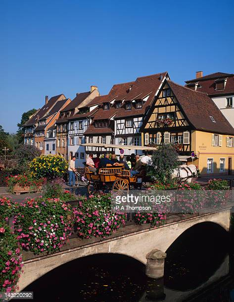 horse and carriage, quai de la poissonnerie, colmar, alsace, france - haut rhin stock pictures, royalty-free photos & images