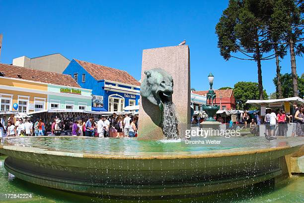 CONTENT] Horse drooling Source honoring former stallholders who left their horses on site It has the shape of a horse's head dropping water into his...