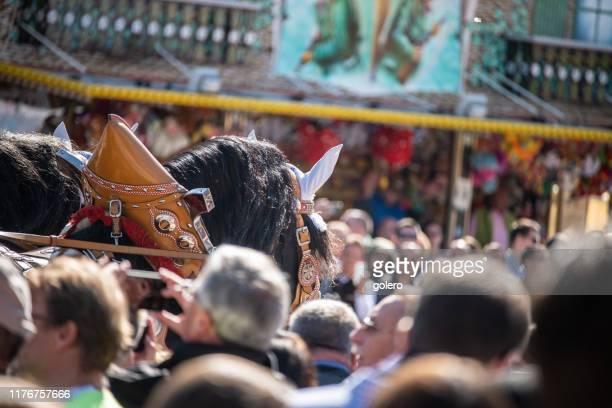 cavalo na multidão no oktoberfest 2019 - cerimônia de boas vindas - fotografias e filmes do acervo