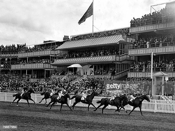 Horse racing, Ascot, England, 17th May 1931, Grand Salute ridden by Gordon Richards first home to win the Royal Hunt Cup race at Ascot