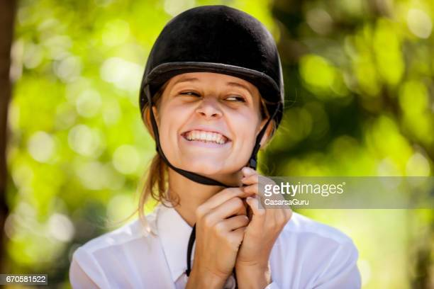 Horse Rider Shoud Wearing Helmet for Head Protection