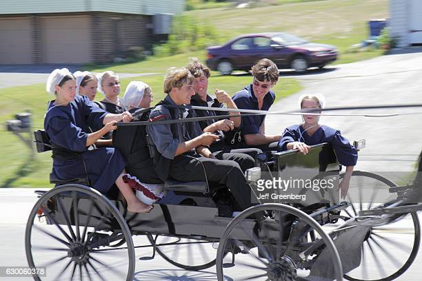 Horsedrawn buggy Amish community