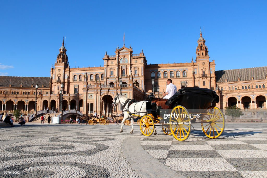 Horse-drawn carriage at Plaza de Espana, Seville : Stock Photo