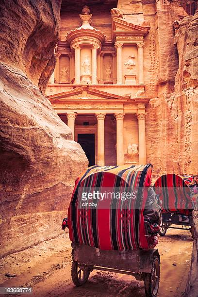 horse-drawn carriage to al khazneh - jordan stock pictures, royalty-free photos & images