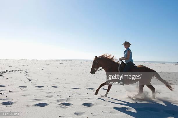 Équitation dans le sable