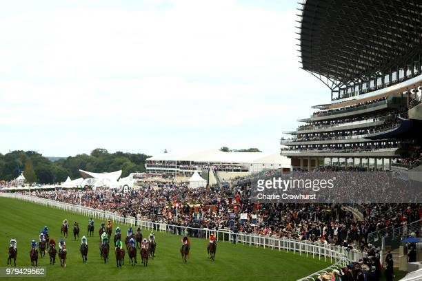 Horses run in The Royal Hunt cup on day 2 of Royal Ascot at Ascot Racecourse on June 20, 2018 in Ascot, England.