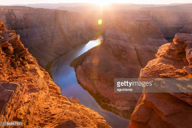 horseshoe bend et colorado river au coucher du soleil - page, arizona - etats-unis, amérique - paysage enchanteur photos et images de collection