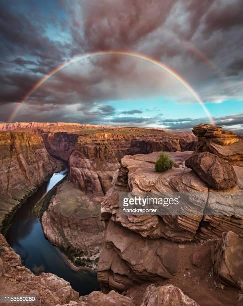 hufeisen biegung landschaft - grand canyon stock-fotos und bilder