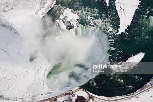 horseshoe falls from above - niagara falls stock pictures, royalty-free photos & images