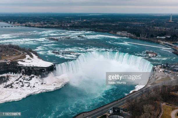horseshoe falls - niagara falls covered in snow and ice - niagara falls stock pictures, royalty-free photos & images
