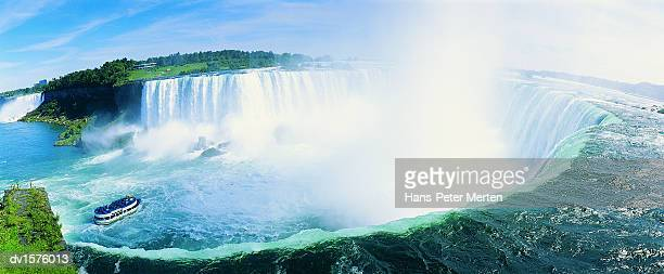 horseshoe falls, niagara falls, ontario, canada - niagara falls stock pictures, royalty-free photos & images