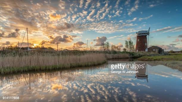 horsey dawn i - norfolk east anglia - fotografias e filmes do acervo