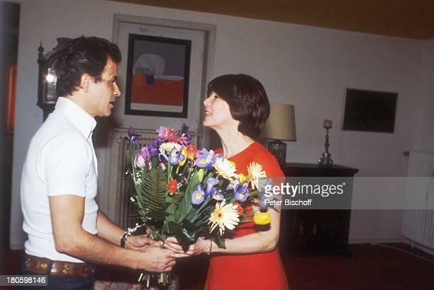 Horst Buchholz Ehefrau Myriam Bru Homestory München Blumen Blumenstrauß