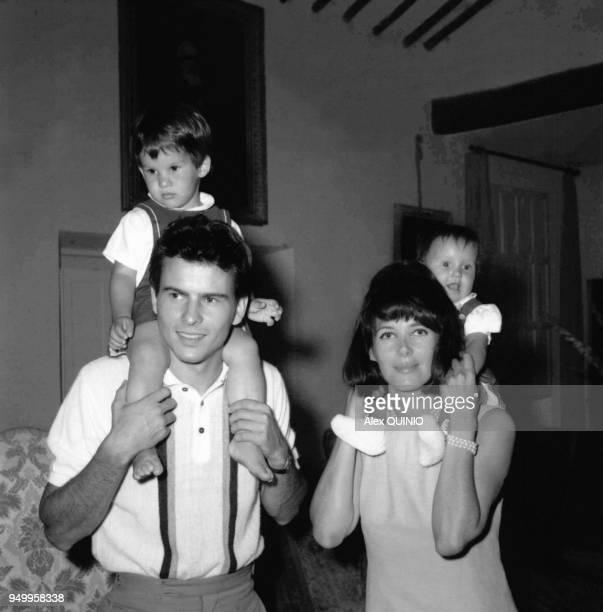 Horst Buchholz, son epouse Myriam Bru et leurs enfants Christopher et Beatrice en 1964.