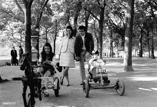 Horst Buchholz, son épouse Myriam Bru et leurs enfants Christopher et Beatrice en octobre 1970, à Paris, France .