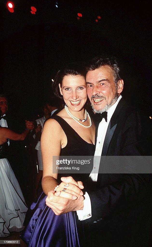 """Horst Buchholz Und Tochter Beatrice Bei """"Ufa Film Ball 1996"""" In Neuss  : News Photo"""