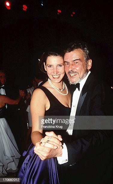 """Horst Buchholz Und Tochter Beatrice Bei """"Ufa Film Ball 1996"""" In Neuss"""
