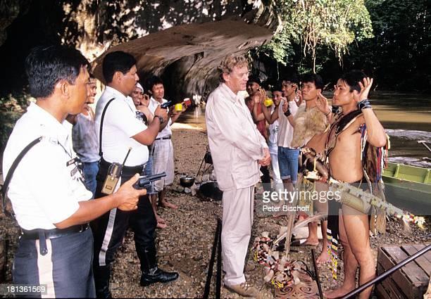 Horst Frank malayische Polizisten IbanGruppe PRO 7 Serie Glückliche Reise Folge 3 Singapur/Borneo Kuching Malaysia Asien Fluss Urwald Pistole Hände...