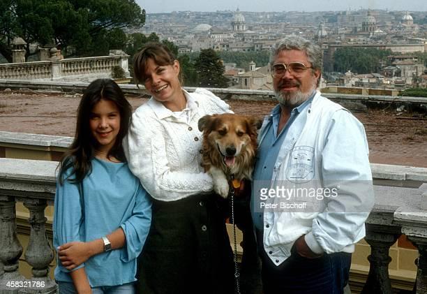 """Horst Jankowski, Ehefrau Franziska Oehme, Tochter Naomi Oehme, Privat am Rande vom Dreh zur 7-teiligen ZDF-Serie """"Urlaub auf italienisch"""" am in Rom,..."""