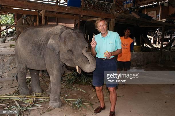 Horst Janson Ausflug ElefantenRitt neben den Dreharbeiten zur ARDReihe Unter weißen Segeln Folge 6 Träume am Horizont alter Titel Am Wind ins Glück...