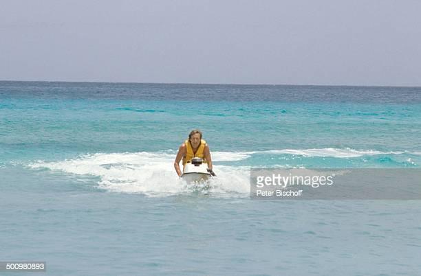 Horst Janson Barbados Karibik Urlaub Flitterwochen Hochzeitsreise Meer JetSki fahren WasserWeste Badehose Ehemann Schauspieler Promi JB/JB Sc