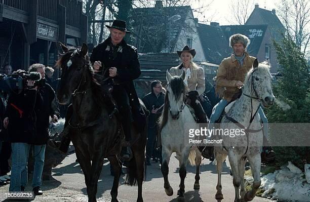 """Horst Janson, Christine Zierl ,, Arthur Brauss, Pferde, """"Karl May-Festspiele"""", Bad Segeberg, Western-Kostüme, Tier, Bärenfellmütze, Kostüm, Trapper,..."""