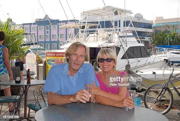 Horst Janson Ehefrau Hella InselAusflug Bridgtown EinkaufsCenter PelicanCity Insel Barbados Karibik Hafen Cafe Gaststätte Urlaub Schauspieler